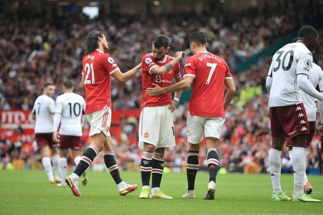 Man Utd 0-1 Aston Villa: Ronaldo mất tích, Fernandes sút hỏng penalty - 1