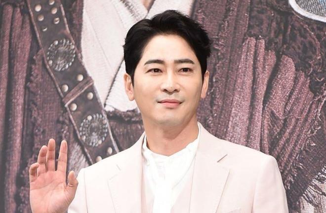 Tài tử Kang Ji Hwan phải bồi thường 4,5 triệu USD - 1