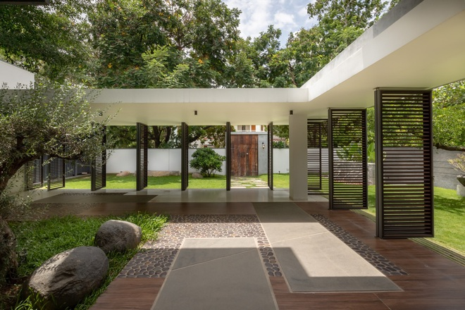 Ngôi nhà rộng 700 m2 có 3 khoảng sân, được xem là thánh địa yên bình - 2