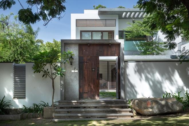 Ngôi nhà rộng 700 m2 có 3 khoảng sân, được xem là thánh địa yên bình - 1