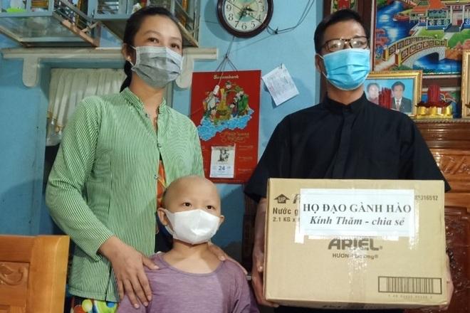 Bạn đọc Dân trí dang tay giúp đỡ cậu bé cầu xin sự sống gần 270 triệu đồng - 2