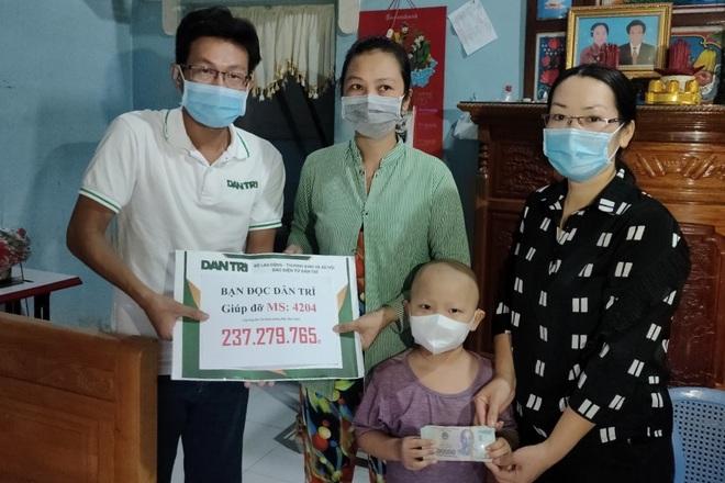 Bạn đọc Dân trí dang tay giúp đỡ cậu bé cầu xin sự sống gần 270 triệu đồng - 1