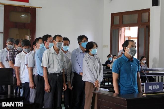 Phó Giám đốc Sở Nội vụ cùng 16 cán bộ lĩnh án tù vì bê bối thi công chức - 1