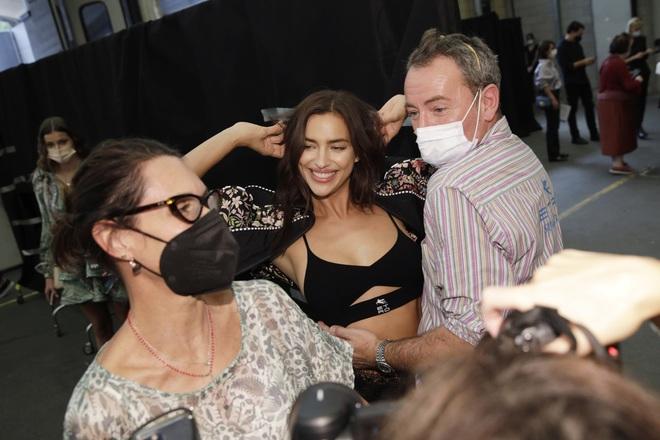 Bạn gái cũ của Ronaldo đắt show tại tuần lễ thời trang Milan - 3