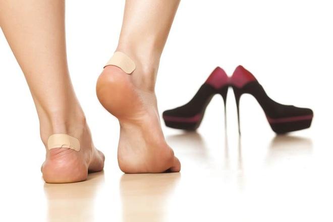 Tuyệt chiêu đi giày mới không bị trầy da, phồng chân - 4