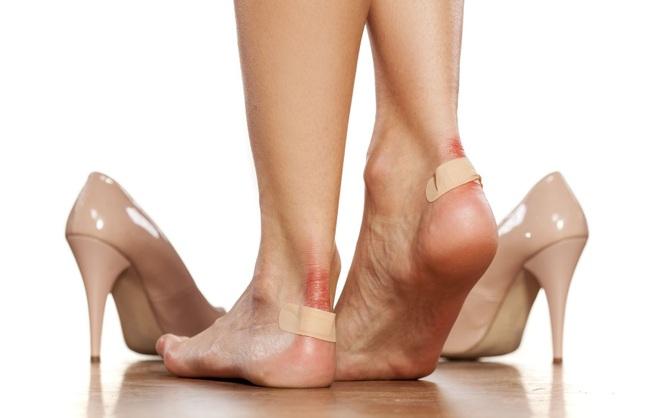 Tuyệt chiêu đi giày mới không bị trầy da, phồng chân - 1