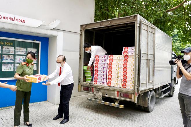 Aiwado tiếp tục trao tặng hàng ngàn sản phẩm dinh dưỡng, nối dài hành trình bình an đi qua mùa dịch - 3