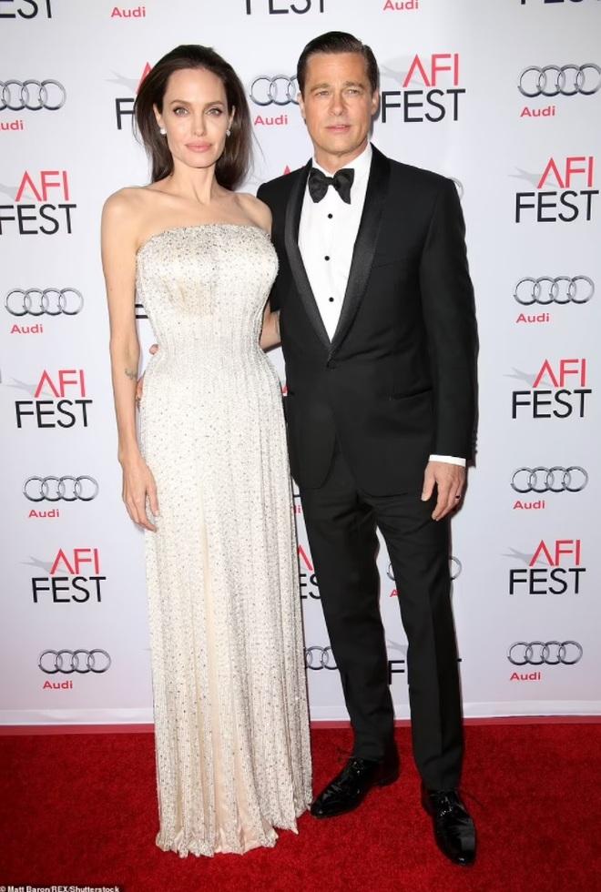 Angelina Jolie công khai hẹn hò ăn tối với nam ca sĩ kém 15 tuổi? - 6