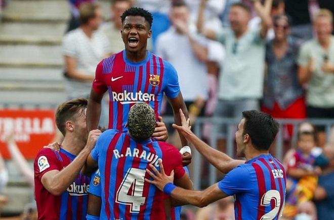 Chỉ cần 10 phút, thần đồng khiến Barcelona không còn nhớ… Messi - 1