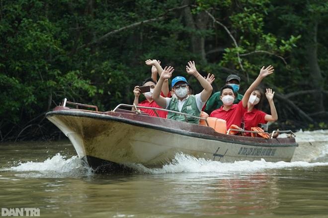 Sinh viên ngành du lịch muốn nghỉ học, hướng dẫn viên bỏ nghề làm shipper - 1