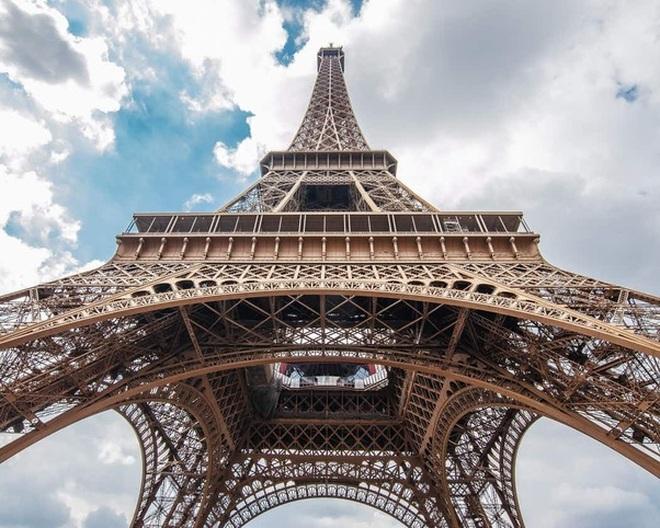 Tại sao tháp Eiffel cao thêm 15cm vào mùa hè? - 2