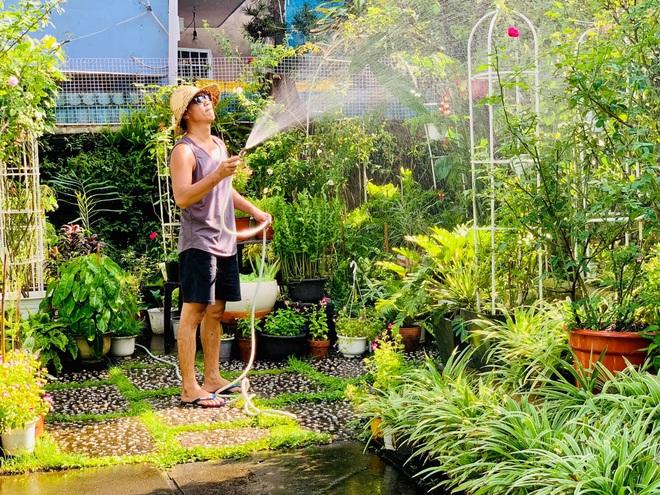 Giảng viên về hưu làm vườn nhiệt đới, trồng hoa hồng tặng vợ ở TPHCM - 12