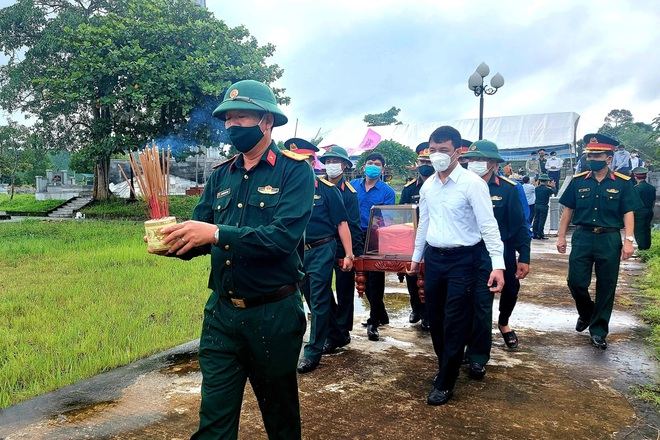 Truy điệu và an táng 2 liệt sĩ vô danh vừa được quy tập tại Quảng Bình - 2