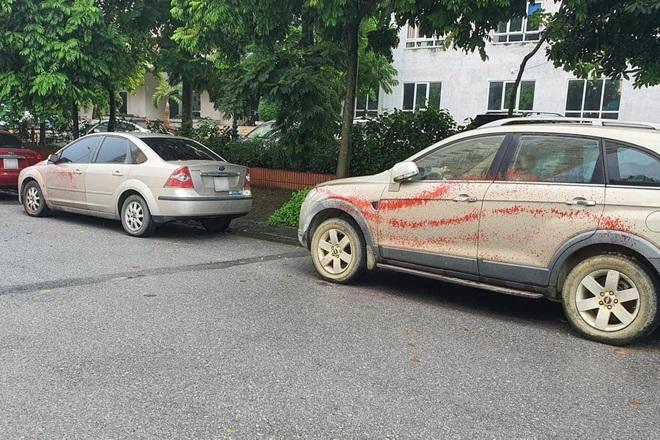 Ô tô bị tạt sơn hàng loạt khi đỗ qua đêm tại một khu đô thị ở Hà Nội - 2