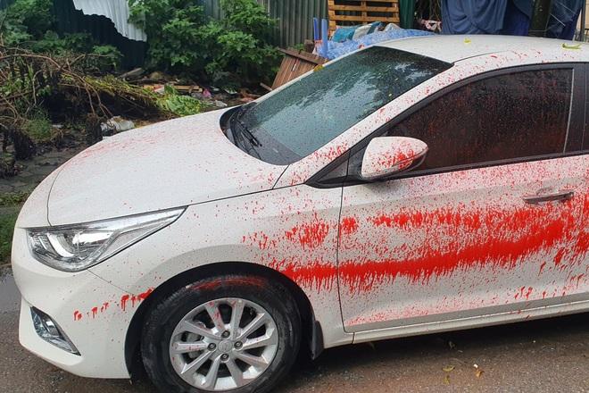 Ô tô bị tạt sơn hàng loạt khi đỗ qua đêm tại một khu đô thị ở Hà Nội - 1