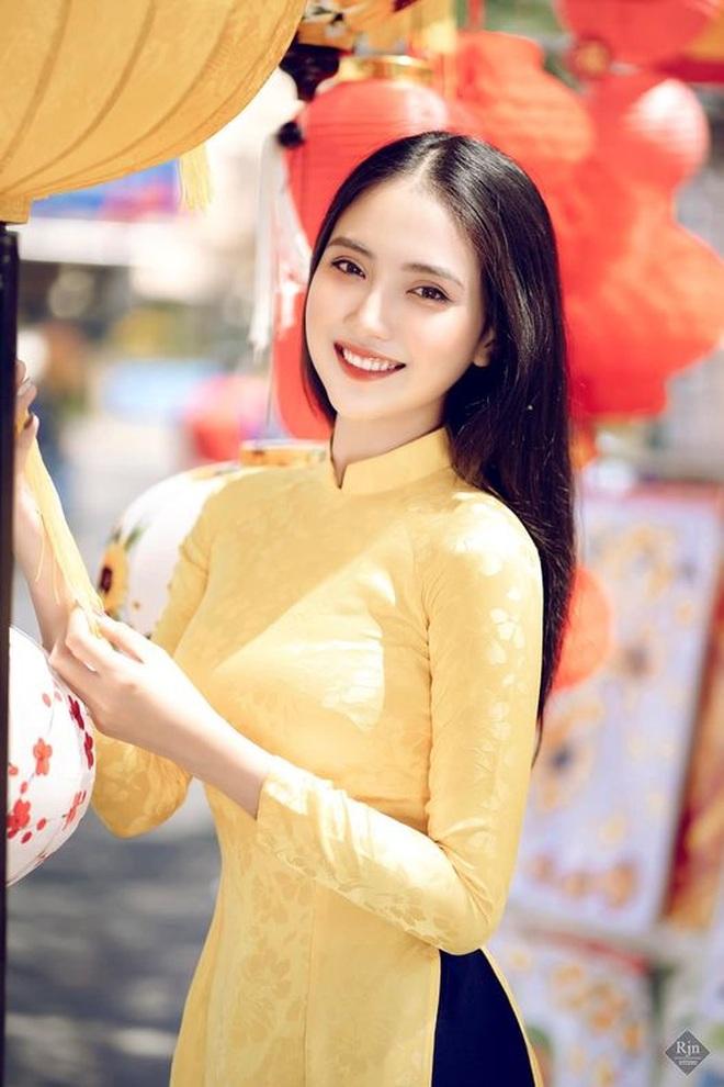 Hoa khôi Thùy Trang: Chừng nào Sài Gòn hết dịch, con về thăm nhà - 1
