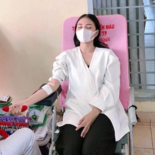 Hoa khôi Thùy Trang: Chừng nào Sài Gòn hết dịch, con về thăm nhà - 11