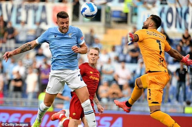 HLV Mourinho nhận thất bại cay đắng ở trận derby Roma - 1