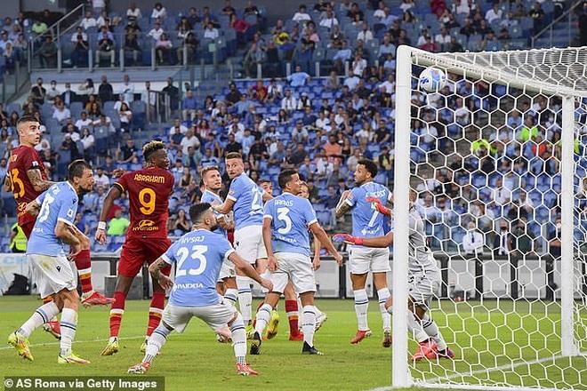 HLV Mourinho nhận thất bại cay đắng ở trận derby Roma - 2