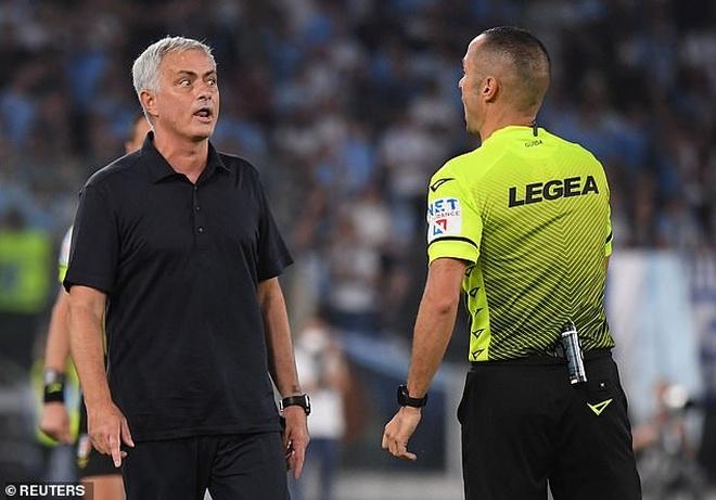 HLV Mourinho nhận thất bại cay đắng ở trận derby Roma - 5