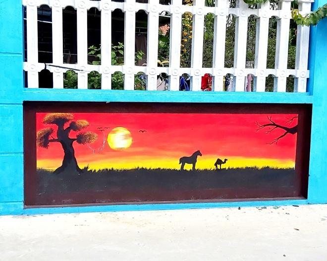 Mẹ đảm ở Vĩnh Phúc biến tường rào cũ kỹ thành loạt tranh vẽ sinh động - 11