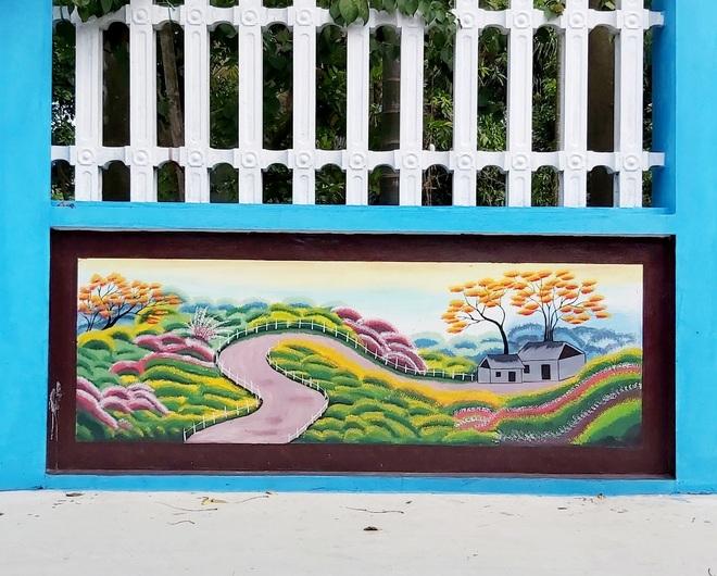 Mẹ đảm ở Vĩnh Phúc biến tường rào cũ kỹ thành loạt tranh vẽ sinh động - 10