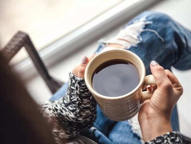 Những người thường xuyên uống cà phê nên bỏ 3 thói quen gây hại này - 2
