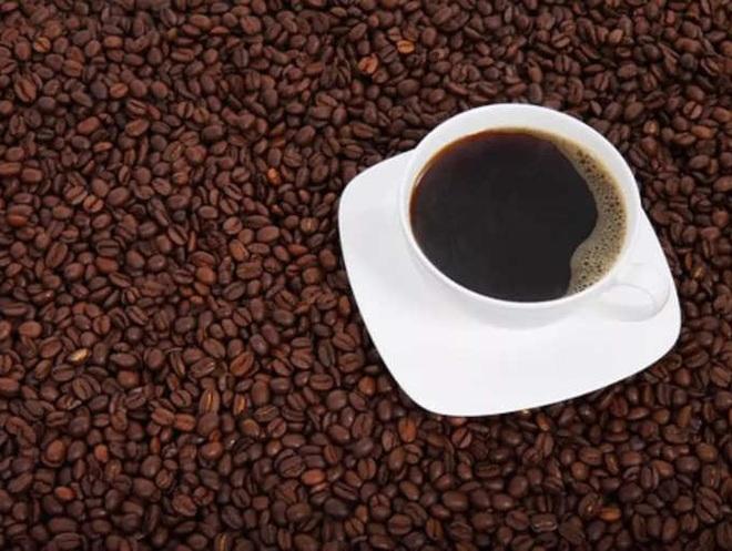 Những người thường xuyên uống cà phê nên bỏ 3 thói quen gây hại này - 4