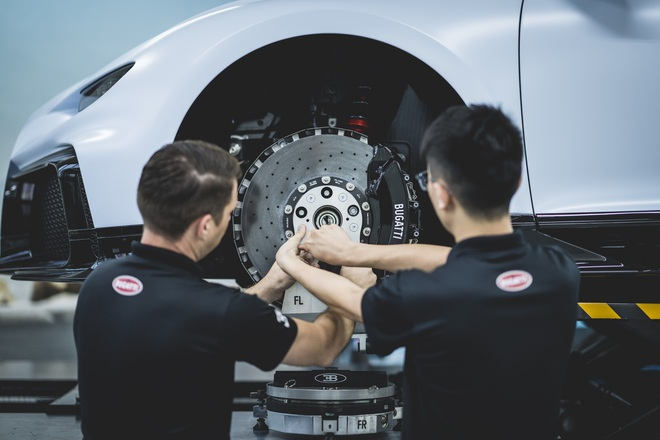 Hoa mắt chóng mặt với chi phí bảo dưỡng xe Bugatti Chiron Pur Sport - 2