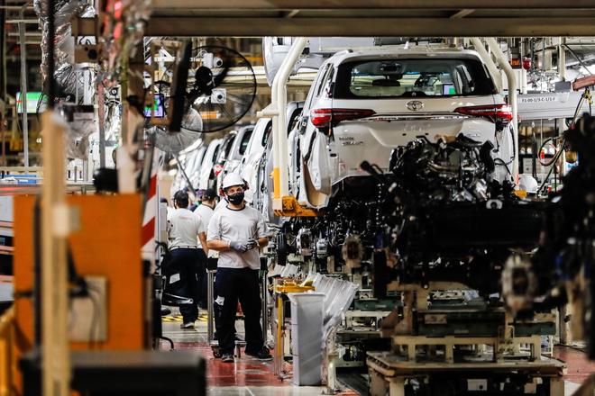 Ngành sản xuất ô tô có thể thiệt hại 210 tỷ USD vì khủng hoảng chip - 1