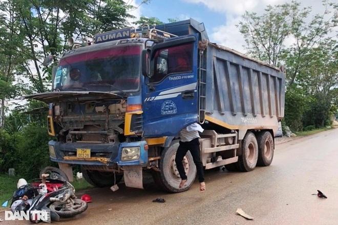 Xe tải chở đất cho công trình đường cao tốc gây tai nạn chết người - 1