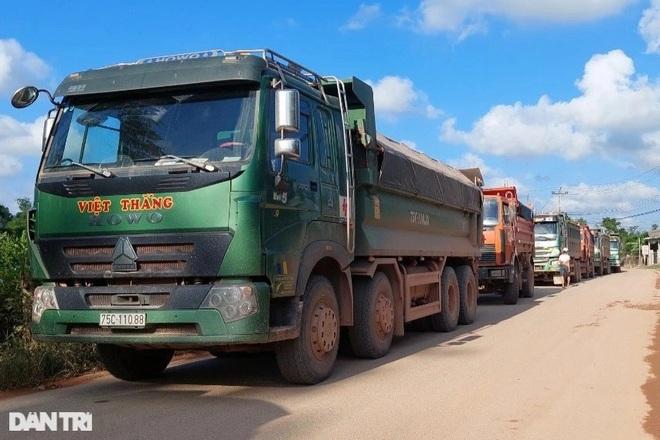 Xe tải chở đất cho công trình đường cao tốc gây tai nạn chết người - 2