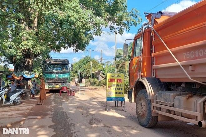 Xe tải chở đất cho công trình đường cao tốc gây tai nạn chết người - 3