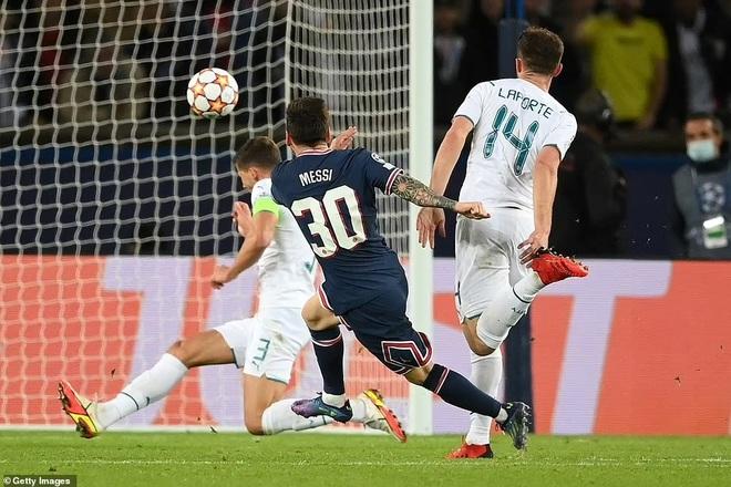 HLV Pep Guardiola thán phục siêu phẩm của Messi dù đội nhà thua trận - 1