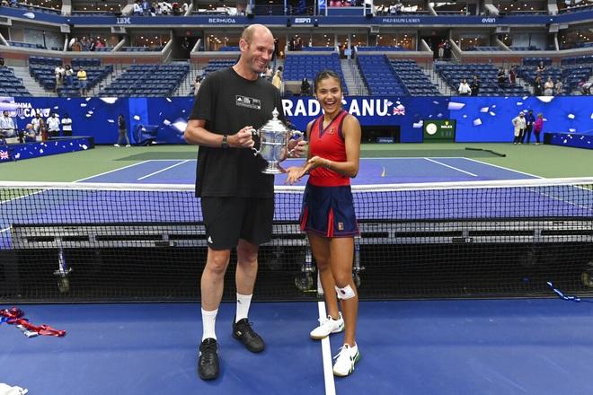 Emma Raducanu chia tay huấn luyện viên sau khi vô địch US Open - 1