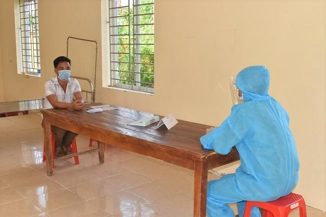 Từ Hà Nam về Ninh Bình ăn cơm, 2 người đàn ông bị xử phạt vì không khai báo - 1