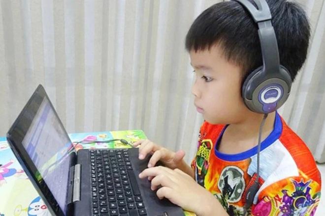 Học trực tuyến: Bố mẹ đừng chỉ mở máy là xong!