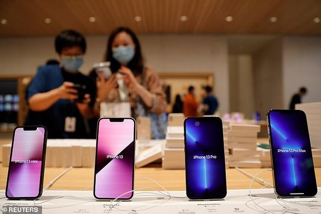 iPhone và AirPods thiếu hàng trầm trọng tại Việt Nam - 1