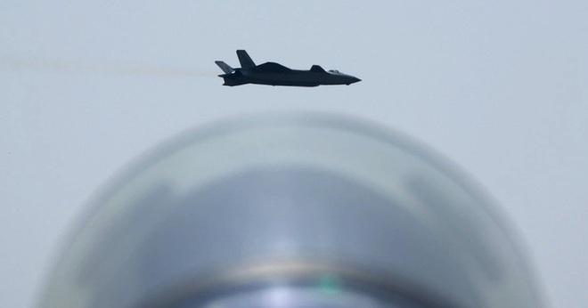 Tướng Trung Quốc mời Mỹ so tài trên bầu trời - 1