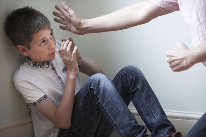 Giáo dục bằng khuyên nhủ: Đứa trẻ sẽ ảo tưởng không ai có quyền phạt mình - 1