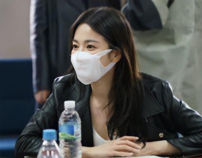 Song Hye Kyo đẹp đôi bên người tình màn ảnh kém 11 tuổi - 2