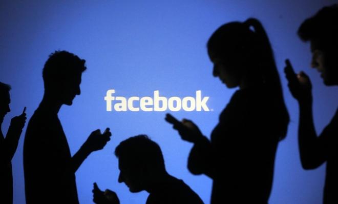 Việc người dùng thường xuyên chia sẻ các thông tin, hình ảnh lên Facebook giúp mạng xã hội này nắm giữ nhiều thông tin cá nhân của họ.
