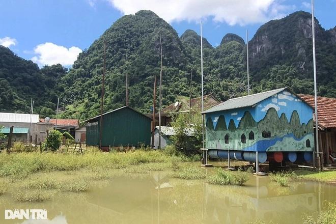 Xóm Nhà phao Báo Dân trí: Người dân chất gạo chuẩn bị đối phó mưa lũ - 5