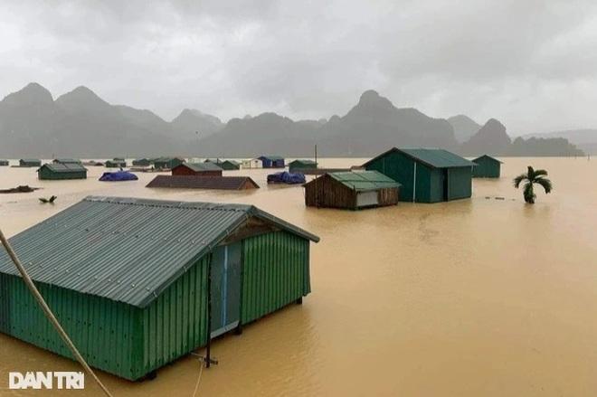 Xóm Nhà phao Báo Dân trí: Người dân chất gạo chuẩn bị đối phó mưa lũ - 6