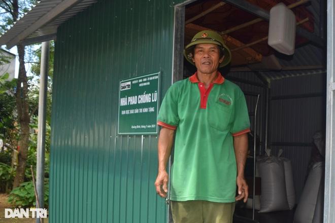 Xóm Nhà phao Báo Dân trí: Người dân chất gạo chuẩn bị đối phó mưa lũ - 7