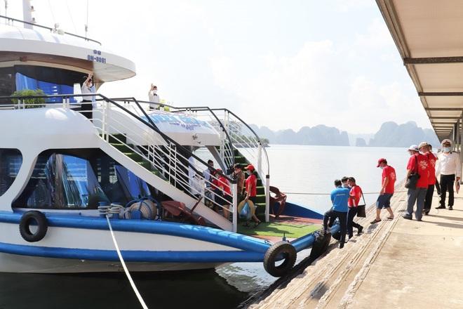 Khách du lịch tới Quảng Ninh bắt đầu đông trở lại  - 2