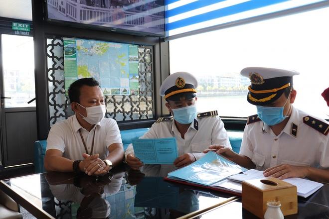 Khách du lịch tới Quảng Ninh bắt đầu đông trở lại  - 6