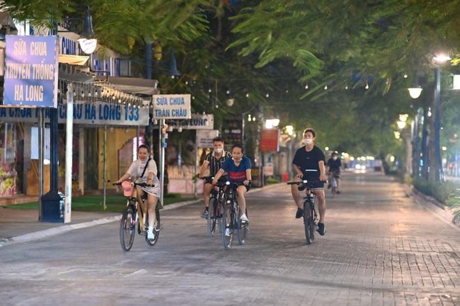 Khách du lịch tới Quảng Ninh bắt đầu đông trở lại  - 7