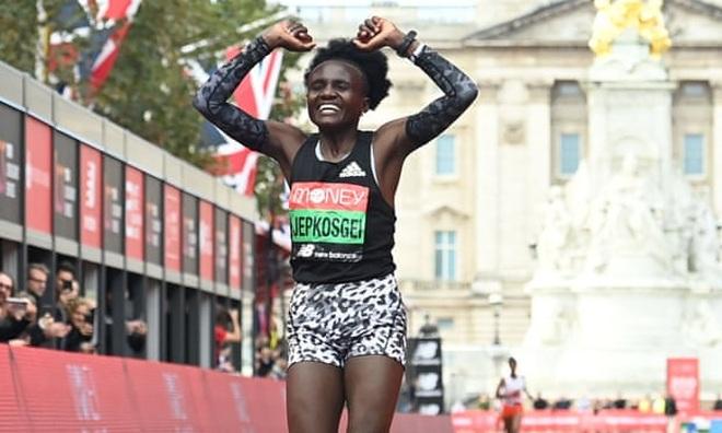 Sự cố dở khóc dở cười khiến nhà vô địch Marathon mất hơn 500 triệu đồng - 3