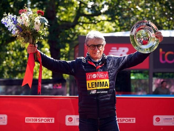 Sự cố dở khóc dở cười khiến nhà vô địch Marathon mất hơn 500 triệu đồng - 2
